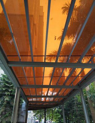 Thi công tấm lợp màu trà tại dự án Hyundai Hà Đông